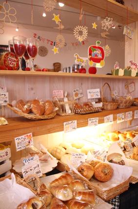 商品棚のパン