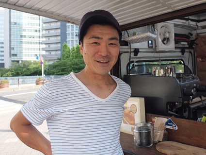 「StandeCafe(スタンデ カフェ)」店主の杉本さん