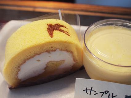 ツバメの焼き印のロールケーキ